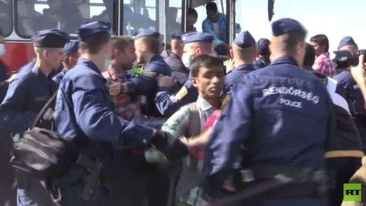 هنغاريا تعاقب من يؤازر المهاجرين بالحبس