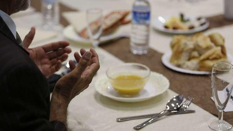الأوقاف توضح حكم من أفطر.. الإذاعة المصرية ترفع آذان المغرب قبل موعده بـ7 دقائق