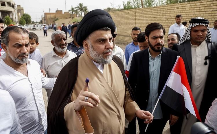 ساسة العراق يصوتون وبارزاني أول المقترعين