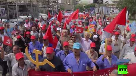 """عيد العمال في بغداد.. """"المطرقة والمنجل"""" وصور ماركس"""