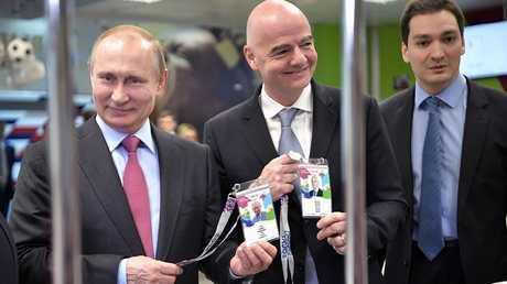 """بوتين وإنفانتينو يحصلان على بطاقة """"هوية المشجع"""""""