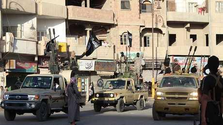 """أرشيف - مسلحو """"داعش"""" في الرقة السورية"""