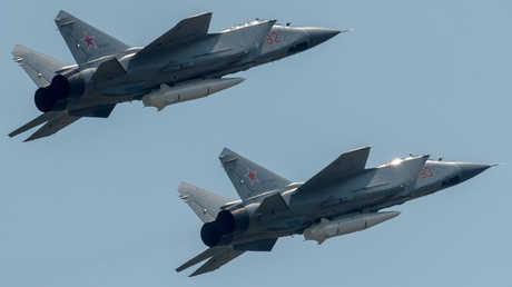 """مقاتلات روسية من طراز """"ميغ-31"""" مزودة بصواريخ """"كينجال"""""""