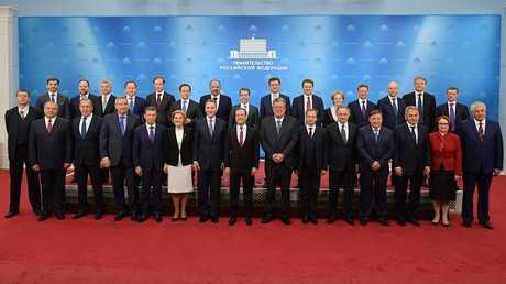رئيس الوزراء الروسي دميتري ميدفيديف وأعضاء مجلس الوزراء، 26 أبريل 2018