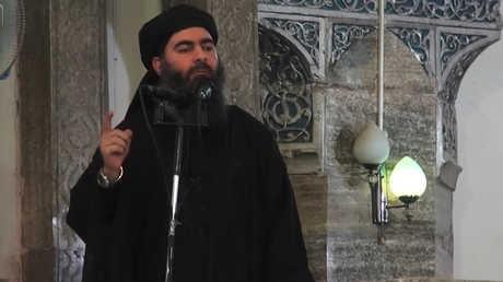 أبو بكر البغدادي خلال كلمة ألقاها في يوليو 2014 من جامع النوري في الموصل
