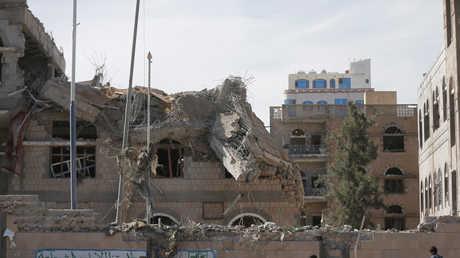 مكتب الرئاسة اليمنية في صنعاء بعد استهدافه من قبل التحالف العربي
