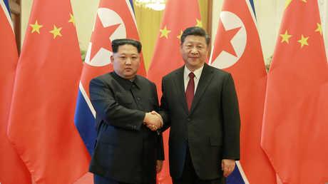 الرئيس الصيني شي جين بينغ وزعيم كوريا الشمالية كيم جونغ أون، 28 مارس 2018
