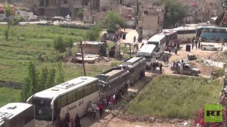 المسلحون يخرجون من بلدات جنوب دمشق