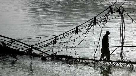 جسر في وادي نيلوم بكشمير الباكستانية
