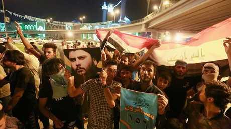 احتفالات العراقيين بفوز التيار الصدري في الانتخابات