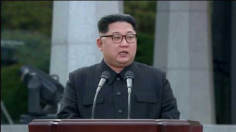 زعيم كوريا الشمالية كيم جونغ أون خلال مؤتمر صحفي عقد عقب قمة الكوريتين في الـ 27 من أبريل الماضي