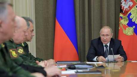 بوتين مع قادة عسكريين