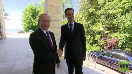 شاهد لحظة استقبال الرئيس الروسي لنظيره السوري في سوتشي