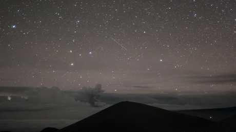 """ثوران بركان هاواي في """"مواجهة"""" قلب المجرة"""