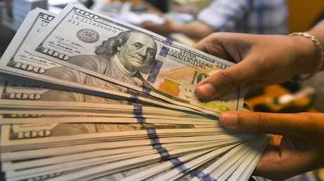 الدولار يقفز لأعلى مستوى في 5 أشهر مع هبوط لليورو والسبب إيطاليا