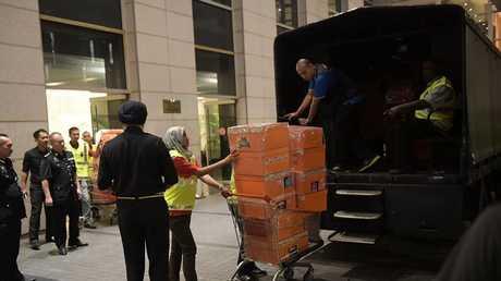 مصادرات من شقق تملكها أسرة رئيس الوزراء الماليزي السابق في كوالا لمبور، 17 مايو 2018