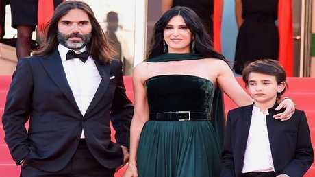 المخرجة اللبنانية نادين لبكي مع زوجها والطفل السوري زين الرفاعي