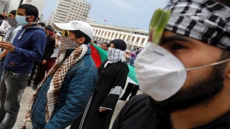 محتجون مؤيدون للفلسطينيين خلال مسيرة في الدار البيضاء