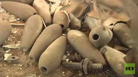 الكشف عن ورش للأسلحة تحت أنقاض ريف حمص