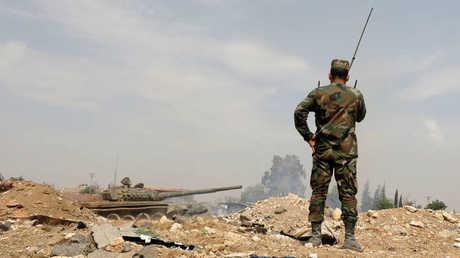 عناصر الجيش السوري في محيط مخيم اليرموك