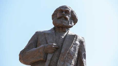 تمثال المفكر كارل ماركس في مدينة ترير الألمانية