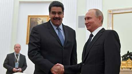 فلاديمير بوتين يستقبل نيكولاس مادورو أثناء لقائهما بالكرملين في 4 أكتوبر 2017