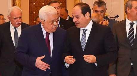 السيسي وعباس خلال لقائهما في القاهرة يوم 11 ديسمبر 2017