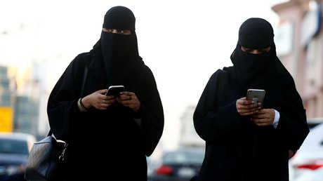 امرأتان سعوديتان