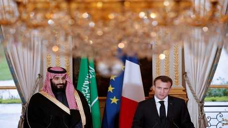 الرئيس الفرنسي إيمانويل ماكرون مع ولي العهد السعودي الأمير محمد بن سلمان