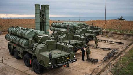 """منظومات صاروخية روسية من طراز """"إس-400"""""""