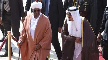 الملك السعودي سلمان بن عبد العزيز والرئيس السوداني عمر البشير - أرشيف