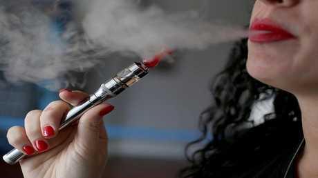 نكهة القرفة في السجائر الإلكترونية قد تسبب تلفا في الرئتين