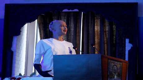 البشر سيتزوجون الروبوتات عام 2045