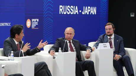 بوتين لرئيس وزراء اليابان: دعونا نتعامل بالروبل!