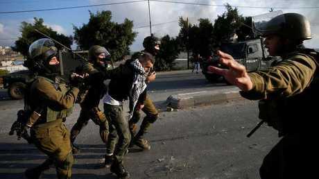 ممارسات الجيش الإسرائيلي ضد الشباب الفلسطيني - أرشيف