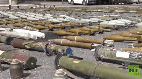 أسلحة ومعدات عسكرية ضبطت في ريف حمص الشمالي - أرشيف