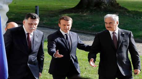 الرئيس الفرنسي إيمانويل ماكرون ورئيس حكومة الوفاق الليبية فايز السراج والمشير خليفة حفتر - 2017