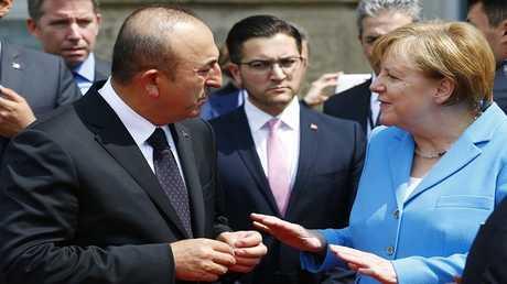 المستشارة الألمانية ميركل ووزير الخارجية التركي جاويش أوغلو