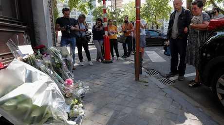 إكاليل الزهور في مكان حدوث الهجوم في لييج ببلجيكا