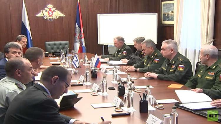 السفير الإسرائيلي في موسكو: ليبرمان بحث مع شويغو الوجود الإيراني في سوريا