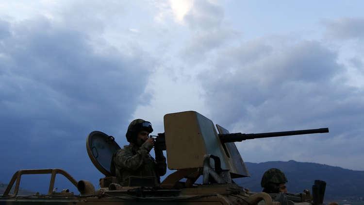 بالصور.. قوات تركية تدخل قرية في شمال العراق