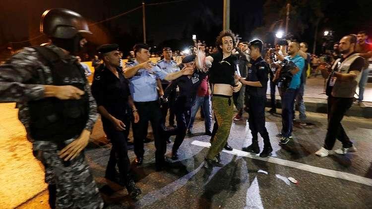 الأردن.. انتشار أمني مكثف في محيط مقر الحكومة بعد تجدد الاحتجاجات (فيديو)