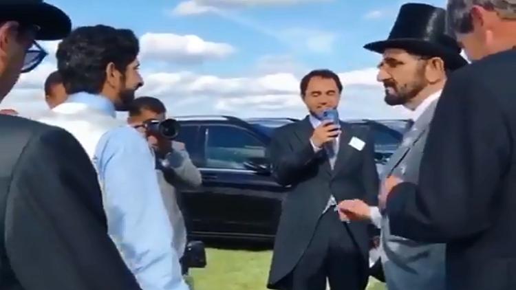 شاهد.. حاكم دبي يرقص فرحا بفوز حصانه