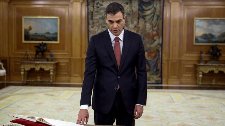 رئيس الوزراء الإسباني الجديد يرفض تأدية اليمين على كتاب الإنجيل