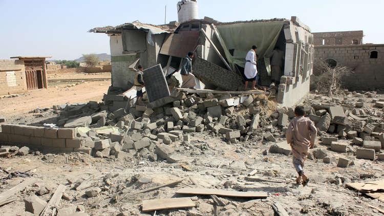 مصدر يمني: مقتل 9 أشخاص بينهم نساء وأطفال بغارة للتحالف على مدينة باقم
