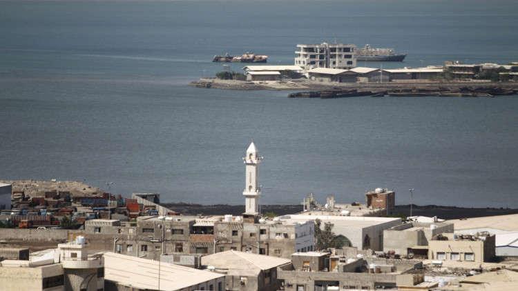 مجهولون يستهدفون سفينة مساعدات أممية قبالة الحديدة اليمنية