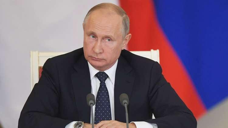 المواطنون الروس وجهوا مئات آلاف الأسئلة لبوتين.. والإجابات في 7 يونيو