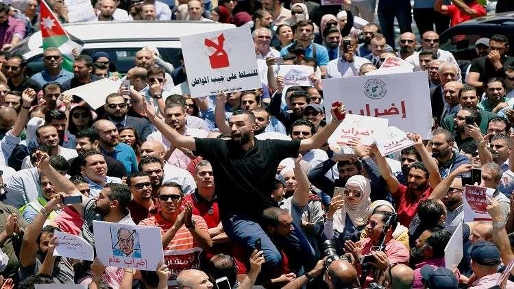 تواصل الاحتجاجات في الأردن رغم استقالة الحكومة