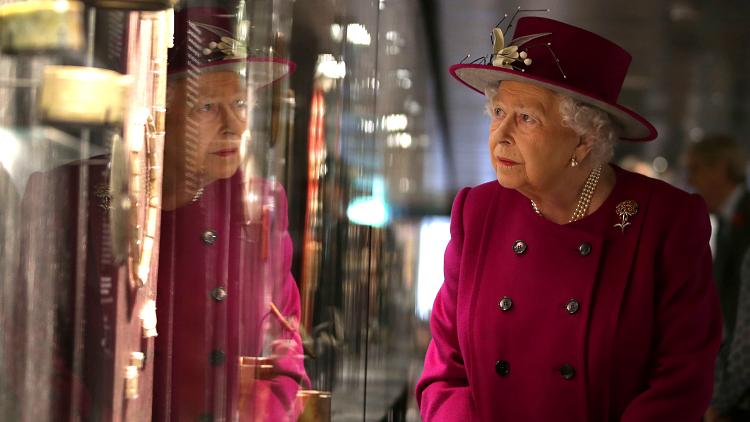 ماذا أهدت الملكة إليزابيث الثانية للأمير هاري وميغان ماركل؟