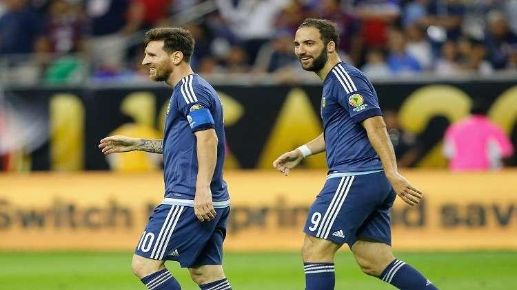 هيغواين يشيد بقرار إلغاء مباراة الأرجنتين مع إسرائيل